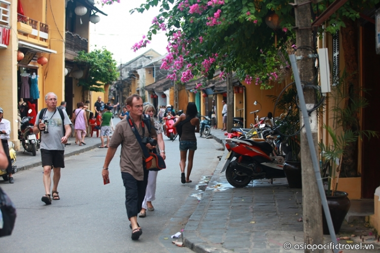 Vietnam reduces visa fees from November 2015