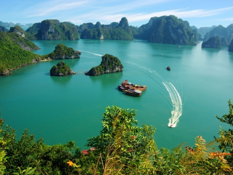 Ha Long Bay, Son Doong Cave named as the most breathtakingly beautiful places