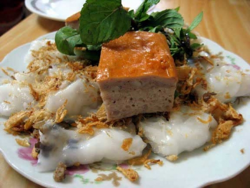 Banh Cuon (steamed rice rolls)- a favourite food of Vietnamese