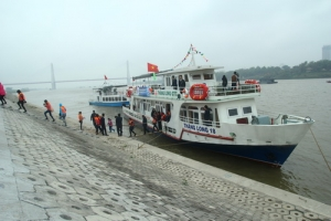 Deversifying cruises along Red River